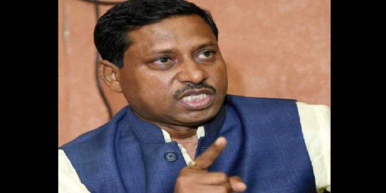 BJP सांसद रामशंकर कठेरिया के गार्ड्स ने आगरा टोल कर्मचारियों को पीटा, चलाई गोलियां