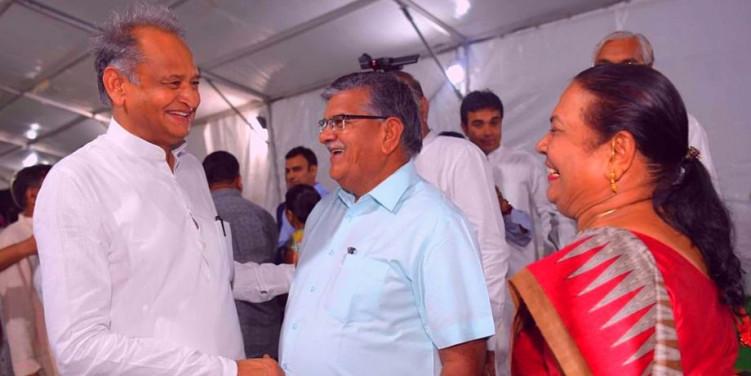 जयपुर में CM गहलोत का 'पॉवर डिनर', 140 MLA हुए शामिल