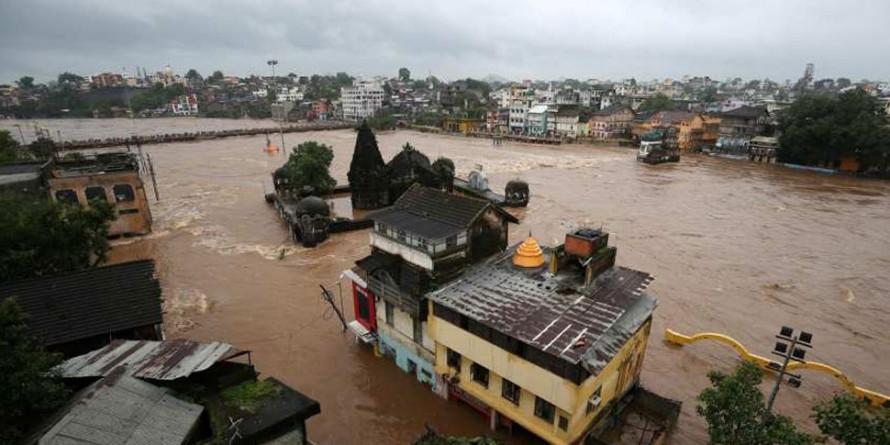 बाढ़ से बेहाल महाराष्ट्र, सीएम फडणवीस केंद्र से करेंगे 6800 करोड़ की मदद की मांग