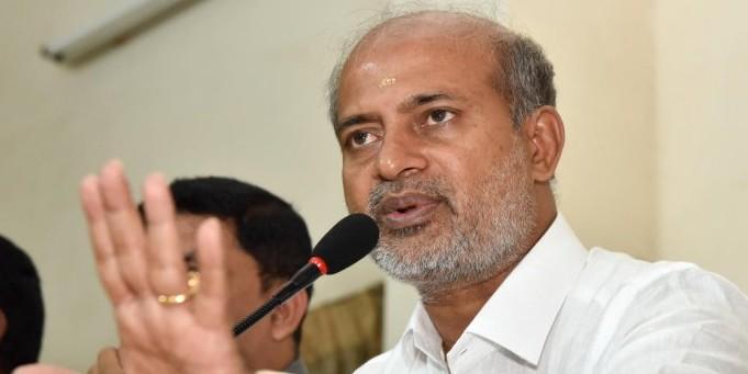 CM is not having fun at resort, says Mahesh