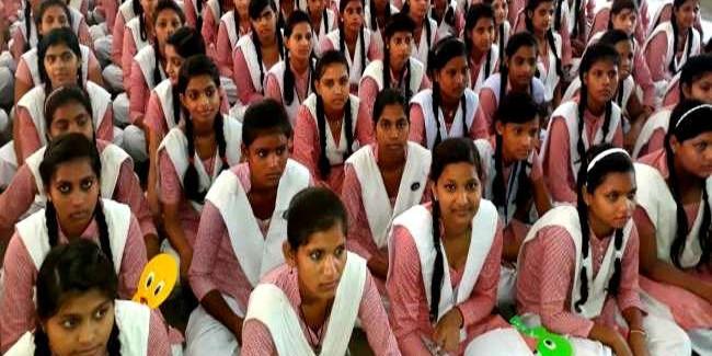 देश के इस राज्य में लड़कियों की हुई फीस माफ, सरकारी कर्मचारियों की भी बल्ले-बल्ले