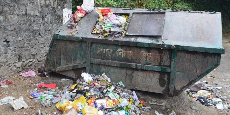 पहाड़ पर कचरा, जमीन पर दावे; रोजाना निकल रहा 30 टन प्लास्टिक कचरा