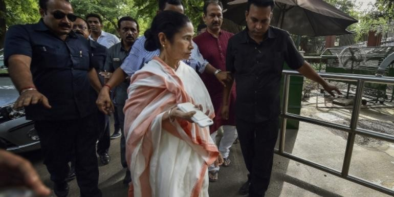 Cyclone Fani: Mamata Banerjee stations herself in eye of storm, says won't leave till cyclone does