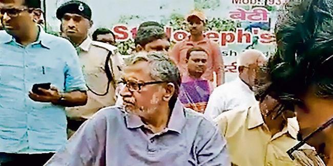 तीन दिनों से घर में कैद थे सुशील मोदी व शारदा सिन्हा, बाहर निकाला गया