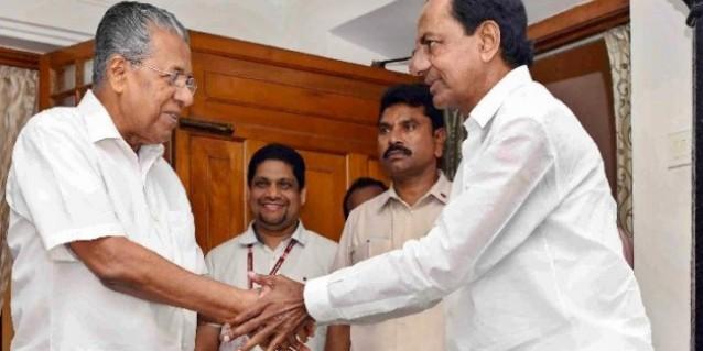 चुनाव के बीच गैर कांग्रेस-गैर बीजेपी गठबंधन की कवायद में जुटे KCR, थर्ड फ्रंट के लिए विजयन से की मुलाकात