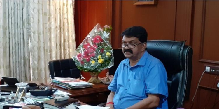 Parents should ensure govt primary schools do not close down: Patnekar