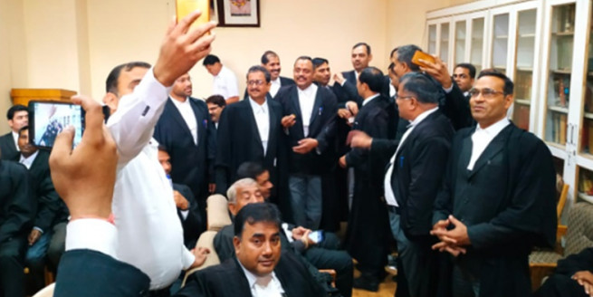 जम्मू कश्मीर में धारा 370 हटाने पर प्रदेश भर में जश्न; पूर्व विधायक ने कहा- गुमटी वालों को कश्मीर ले जाएंगे
