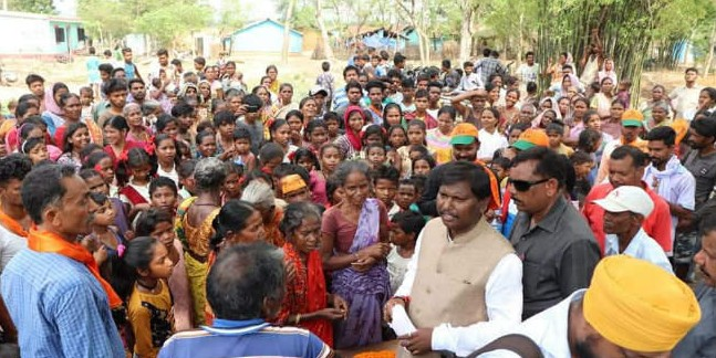 भाजपा प्रत्याशी अर्जुन मुंडा ने खूंटपानी के गांवों में किया जनसंपर्क, 6 मई को मतदान