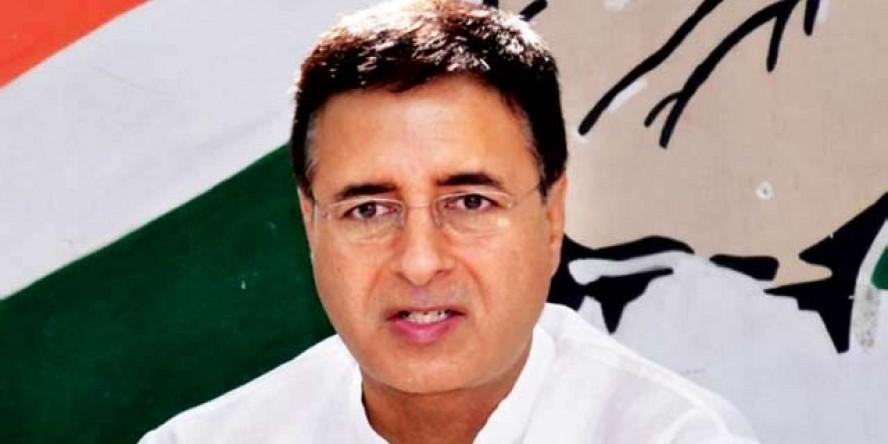 कर्नाटक संकट पर हमलावर हुई कांग्रेस, सुरजेवाला बोले- चुनी गई सरकार BJP को हजम नहीं हो रही