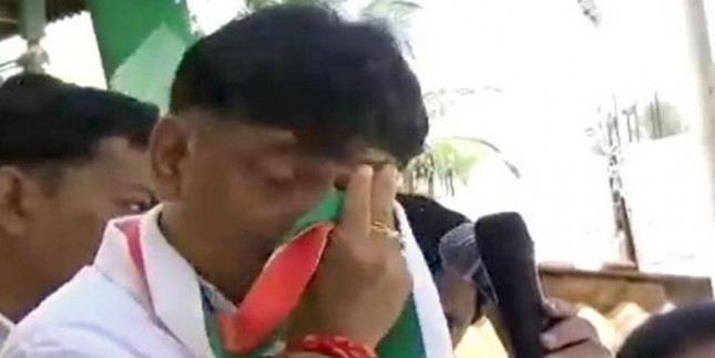 Now, D.K. Shivakumar sheds tears during campaign