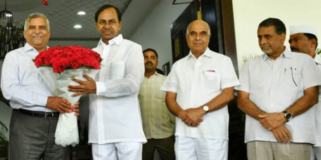 KCR stresses on need for a national power policy