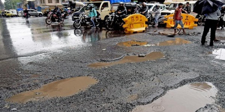 Delhi Govt to Work With PWD to Cover Potholes