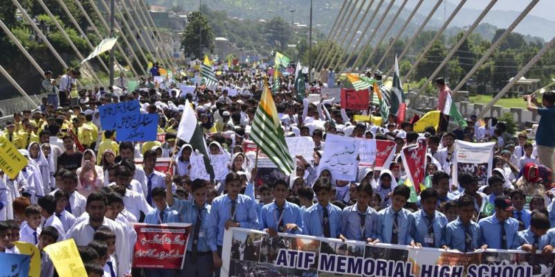 कश्मीर: 'राज्यपाल जो भी बोल रहे हैं वो झूठ है'