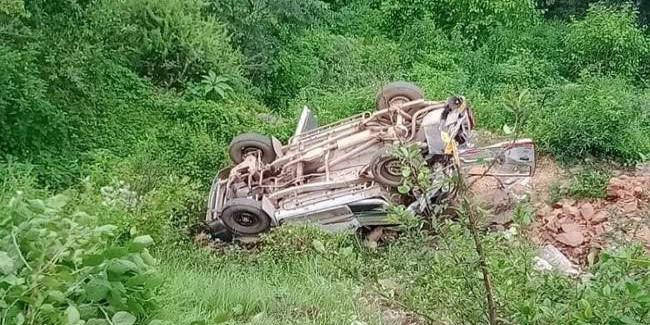 टिहरी में खाई में गिरा स्कूली मैक्स वाहन, नौ बच्चों की मौत; नौ घायल