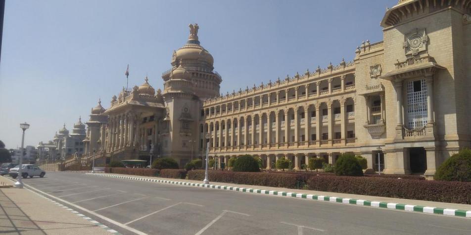 Karnataka in the spotlight as governor sets 1.30 pm deadline for trust vote