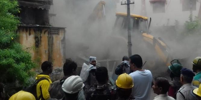MLA Akash Vijayvargiya Case : इंदौर में नगर निगम ने तोड़ा विवादित मकान
