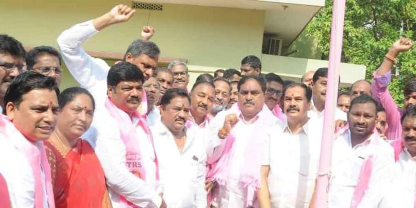 Minister Errabelli Dayakar Rao hoists TRS flag in Warangal