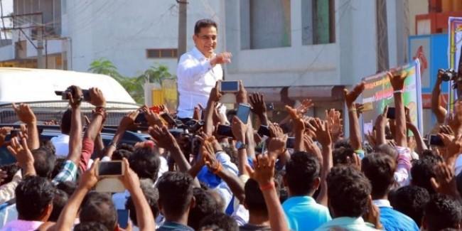 कमल हसन पर रैली के दौरान फेंका गया चप्पल, 10 लोग पुलिस हिरासत में