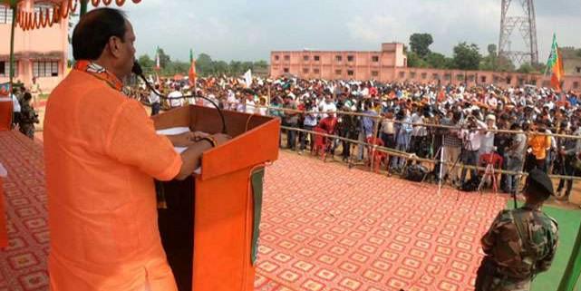 सीएम रघुवर बोले, एक परिवार की भक्ति में कांग्रेस ने शहीदों को भुला दिया