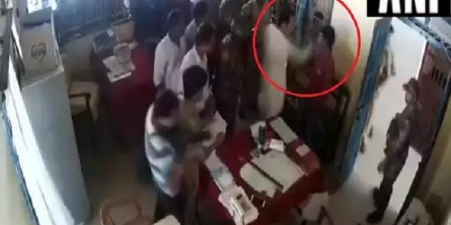 त्रिपुरा: कांग्रेस अध्यक्ष ने थाने में पुलिस के सामने शख़्स को मारा थप्पड़