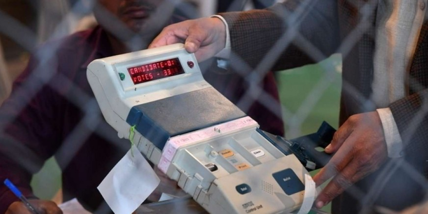 EVMs found in Bihar hotel, four cops suspended, poll official