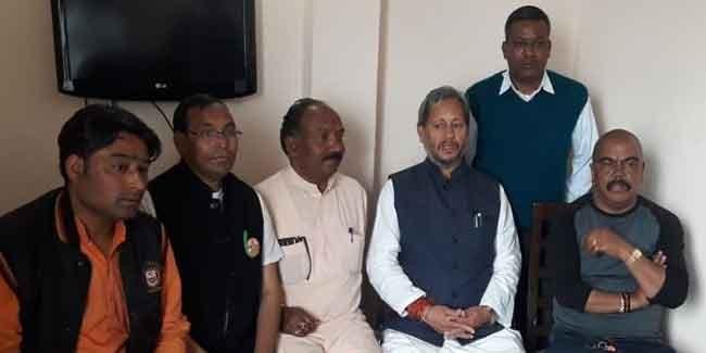भाजपा प्रत्याशी तीरथ ने लिया फीडबैक, कांग्रेस के मनीष लौटे दिल्ली