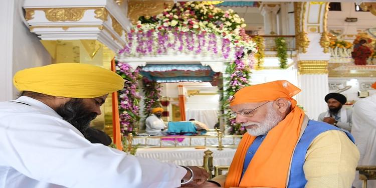 PM Modi पहुंचे, गुरुद्वारा बेर साहिब में माथा टेका, खोलेंगे कॉरिडोर का द्वार