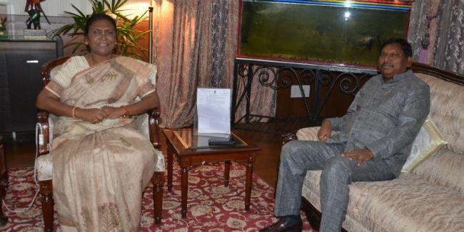 केंद्रीय मंत्री अर्जुन मुंडा ने राज्यपाल से की मुलाकात, जनजातीय समस्याओं पर हुई चर्चा