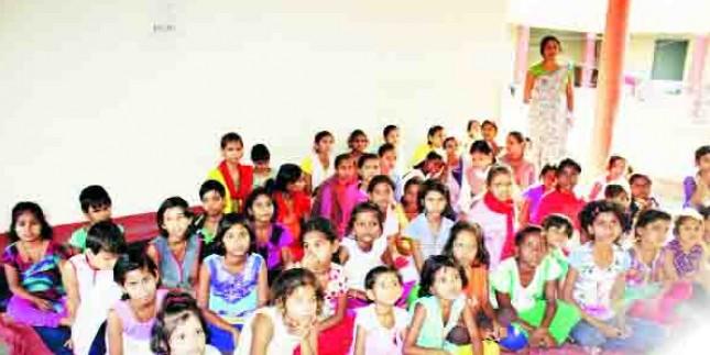 सरकार के एक फैसले से 105 बच्चे पढ़ाई छोड़ने को मजबूर, जानिए वजह