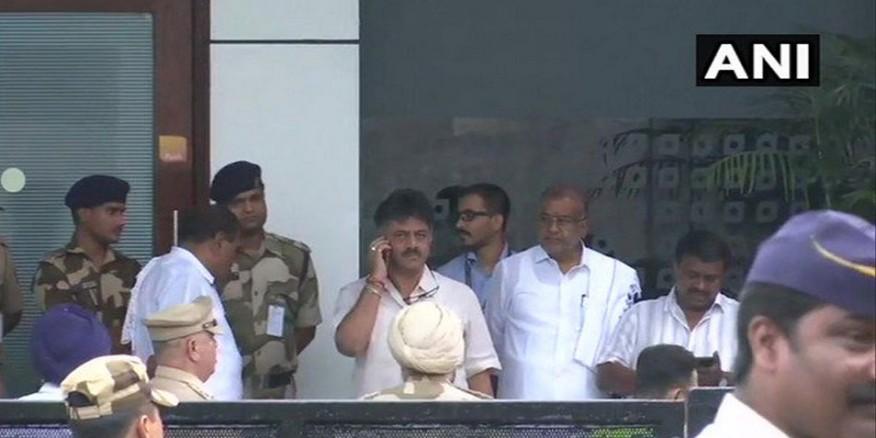 डीके शिवकुमार ने बागियों के लिए कहा, 'राजनीति में एक साथ जन्मे हैं, साथ मरेंगे'
