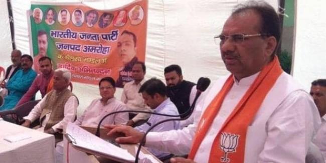 अमरोहा में फर्जी वोटिंग का आरोप, BJP सांसद का दावा- बुर्का पहनकर वोट डाल रहा था शख्स