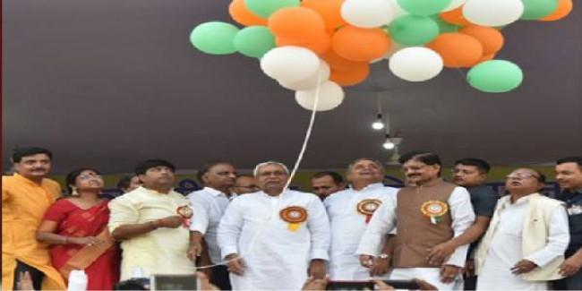 रावण दहन में नीतीश के साथ मंच पर नहीं रहा कोई भाजपा नेता, बगल में बैठे कांग्रेस अध्यक्ष