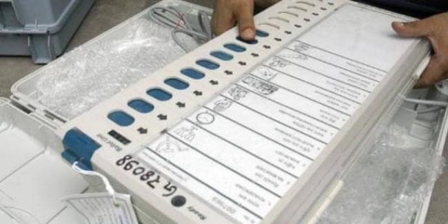 EVM में कमल के नीचे BJP का नाम नहीं, चुनाव आयोग ने खारिज किया TMC का आरोप