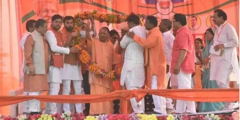 सीएम योगी ने साक्षी महाराज पर दिया बड़ा बयान, बताया 'भारत की राष्ट्रीयता के प्रति आवाज उठाने वाला'