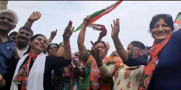 भाजपा के प्रदेश कार्यालय में जमकर मना जश्न, महिलाओं ने डांस करके जाहिर की खुशी
