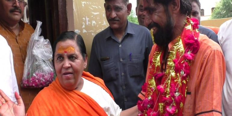 कश्मीर की चिंता छोड़ दें दिग्विजय, उनके हाथ से भोपाल फिसल गया है - उमा भारती