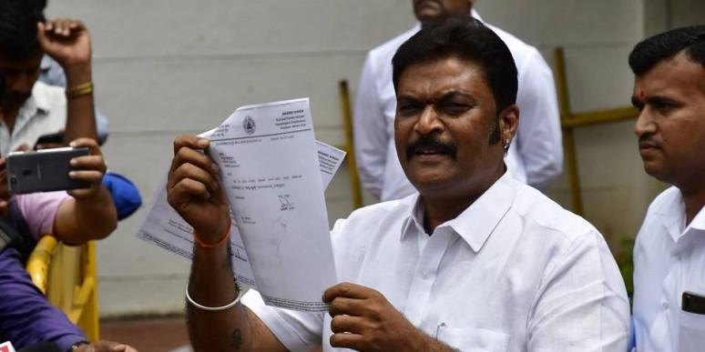 Jolt to coalition govt. as 2 Congress MLAs quit in Karnataka