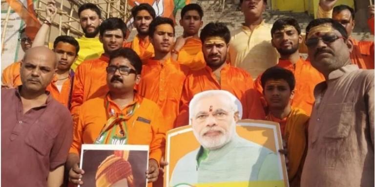 शपथ ग्रहण से पहले काशी में पीएम मोदी का 'राज्याभिषेक', समर्थकों ने मां गंगा का दुग्धाभिषेक कर मांगा आशीष