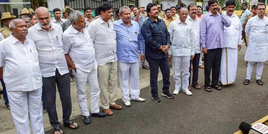 कर्नाटक के 17 विद्रोही विधायक बने अयोग्य: सुप्रीम कोर्ट