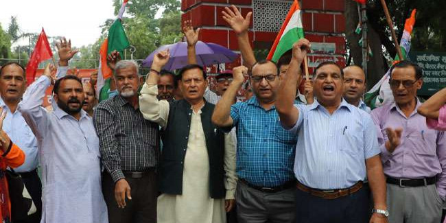ट्रेड यूनियन ने किया प्रदेश सरकार के खिलाफ प्रदर्शन, पढ़िए पूरी खबर