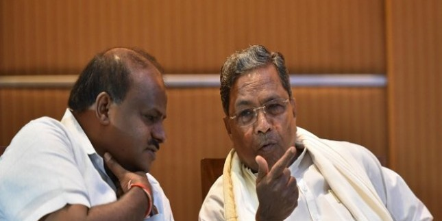 विधायकों का इस्तीफा स्वीकार ना भी हो तब भी गिर सकती है कुमारस्वामी की सरकार