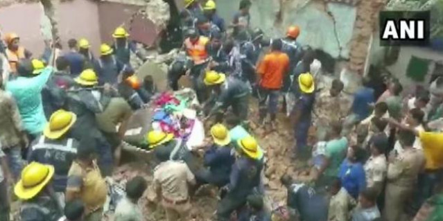 100 years old building collapses in Ahmedabad