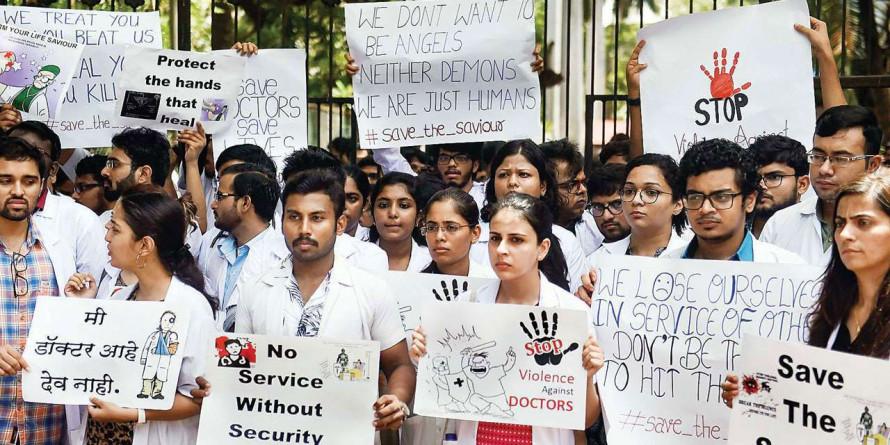 Doctors' association to demand armed guards from CM Devendra Fadnavis