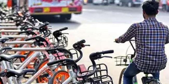 CMO ने दिया साइकिल से आने का आदेश, 41 पहुंचे बाइक से तो लगा जुर्माना