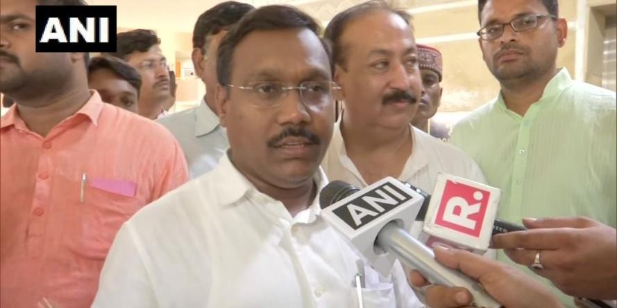 MP गजब है: सचिव की जगह कर दिया सरपंच का तबादला, BJP ने घेरा