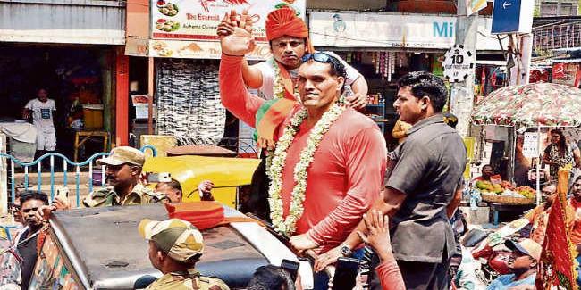 द ग्रेट खली ने किया भाजपा का प्रचार, ममता की पार्टी टीएमसी पहुंची चुनाव आयोग
