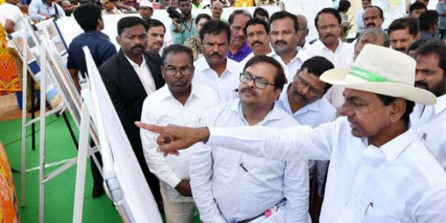 KCR goes all out against Naidu
