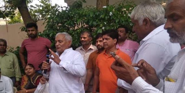 टिकट कटने से नाराज रेवाड़ी के विधायक छोड़ सकते हैं BJP, कार्यकर्ताओं की बैठक में दिया संकेत