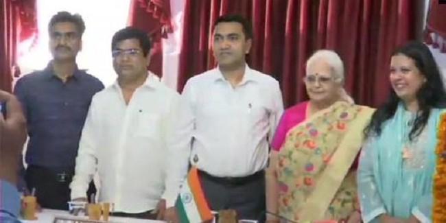 गोवा सरकार की कैबिनेट का विस्तार, कांग्रेस के 3 बागी विधायकों सहित 4 लोगों ने ली मंत्री पद की शपथ