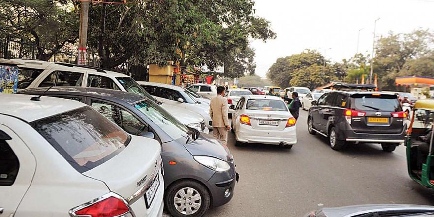Mumbai ka Manifesto: No parking space, congested roads irks daily commuters